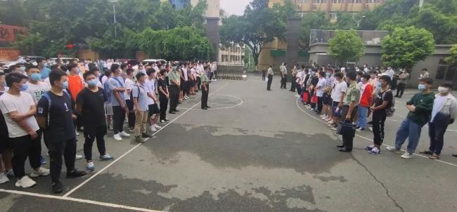 仁和區首批夏秋季征兵體檢已開始!240余名青年參加,誰能圓夢?