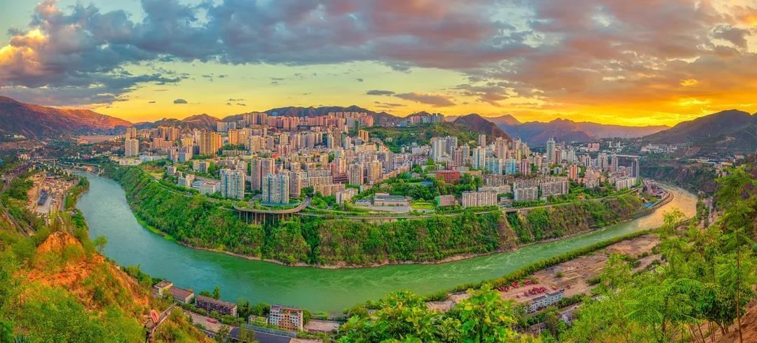 同频共振丨奋勇迈向现代化区域中心城区建设新征程—张正红同志对东区未来发展寄予厚望